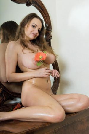 12374_girl1426079265_image.jpg